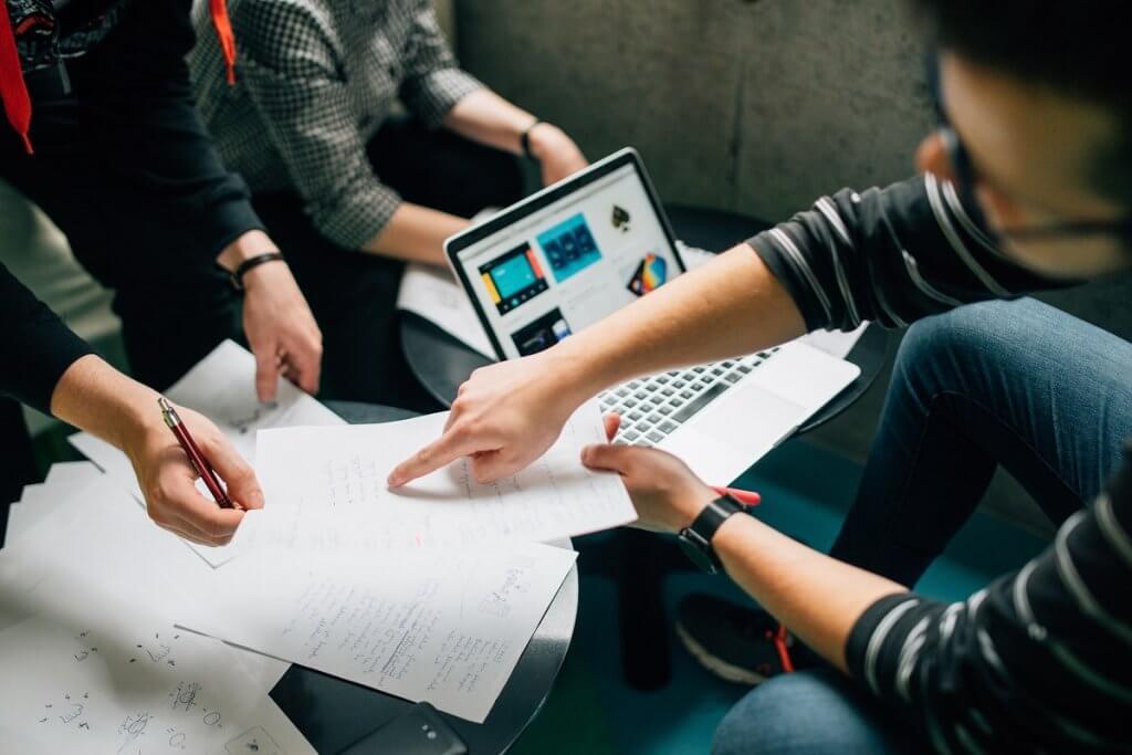 Studentische Mitarbeiter für dein Startup: Vor- und Nachteile